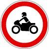 Motorkerékpárral behajtani tilos