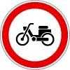 Segédmotoros kerékpárral behajtani tilos